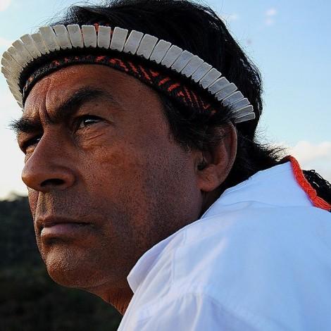 Ailton Krenak é uma das dez lideranças da série. Um dos  líderes políticos e intelectuais surgidos durante o grande despertar dos povos indígenas no Brasil.